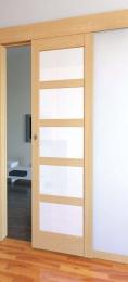 Posuvný systém na stìnu pro interiérové dveøe